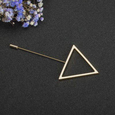 Simple Triangle Unique Broche